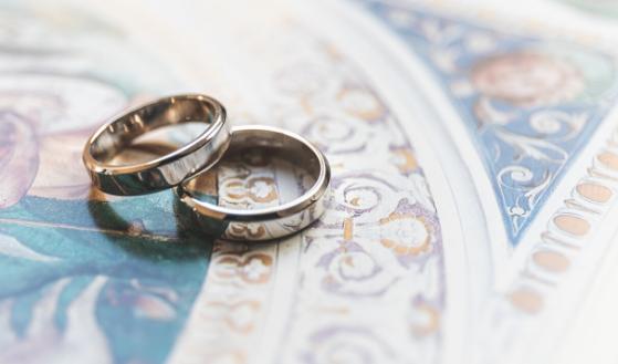 Nie chcę brać ślubu. Jak zabezpieczyć siebie, partnera i dzieci?