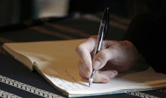 Jak napisać testament w domu? Wzór testamentu.