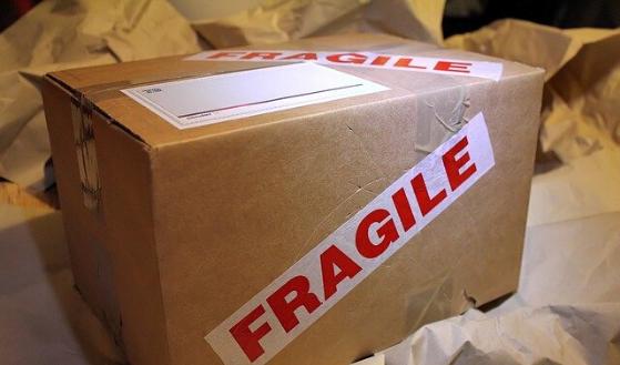 Sprzedaż przez internet, a uszkodzenie przesyłki w transporcie.