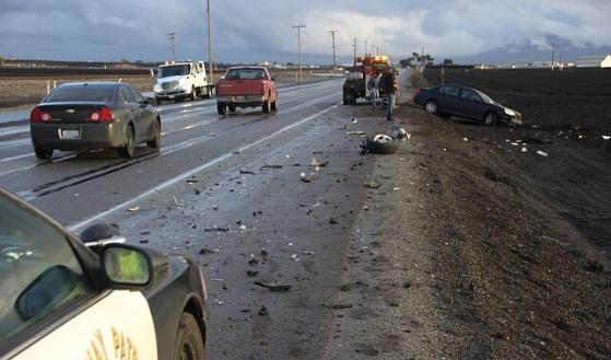 Odpowiedzialność kilku osób za wypadek drogowy.